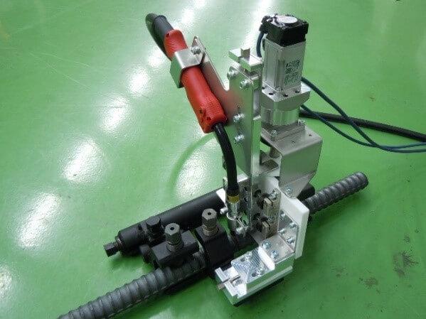 鉄筋自動溶接機 試作機