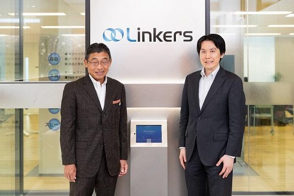 リンカーズオフィス受付での鈴木智行氏とリンカーズ前田